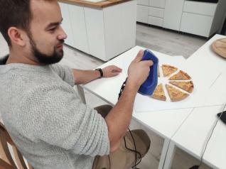 Grâce aux technologies 3D, il est désormais possible de scanner des pizzas à leur sortie du four pour une campagne publicitaire animée