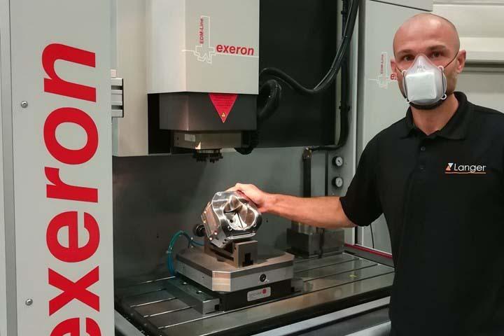 COVID-19: Un fournisseur du secteur de la métallurgie au Mexique fabrique un masque en un temps record