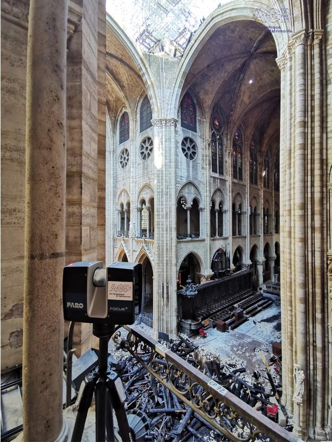 L'un des scanners Focus S de Faro utilisés par Art Graphique & Patrimoine le samedi 20 avril pour effectuer une numérisation d'urgence de la cathédrale après l'incendie.